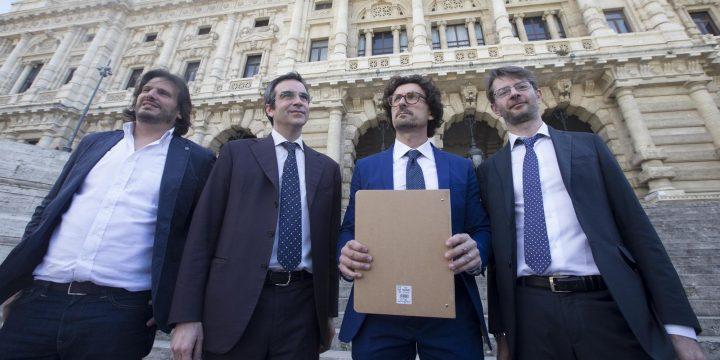 I radicali: spacchettare il referendum costituzionale. E l'M5S ci pensa